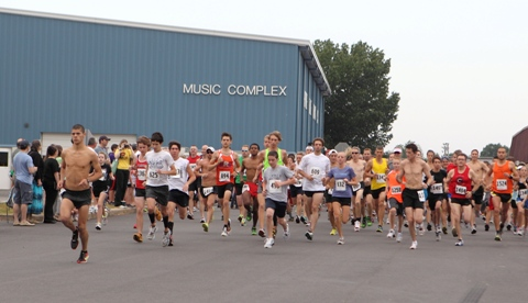 This year's Toad Suck Daze Run attracted more than 1,500 walkers and runners – a record number for the annual event. (Bill Patterson photo)